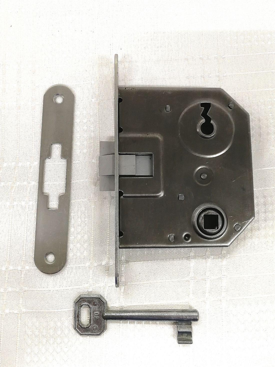 Ajtózár lővér kulcslyukas