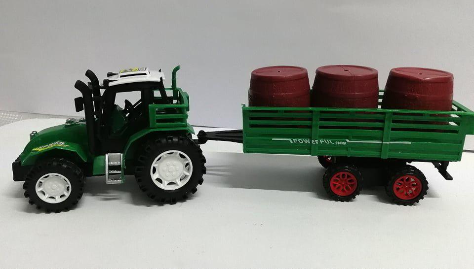 Traktor pótkocsival hordós